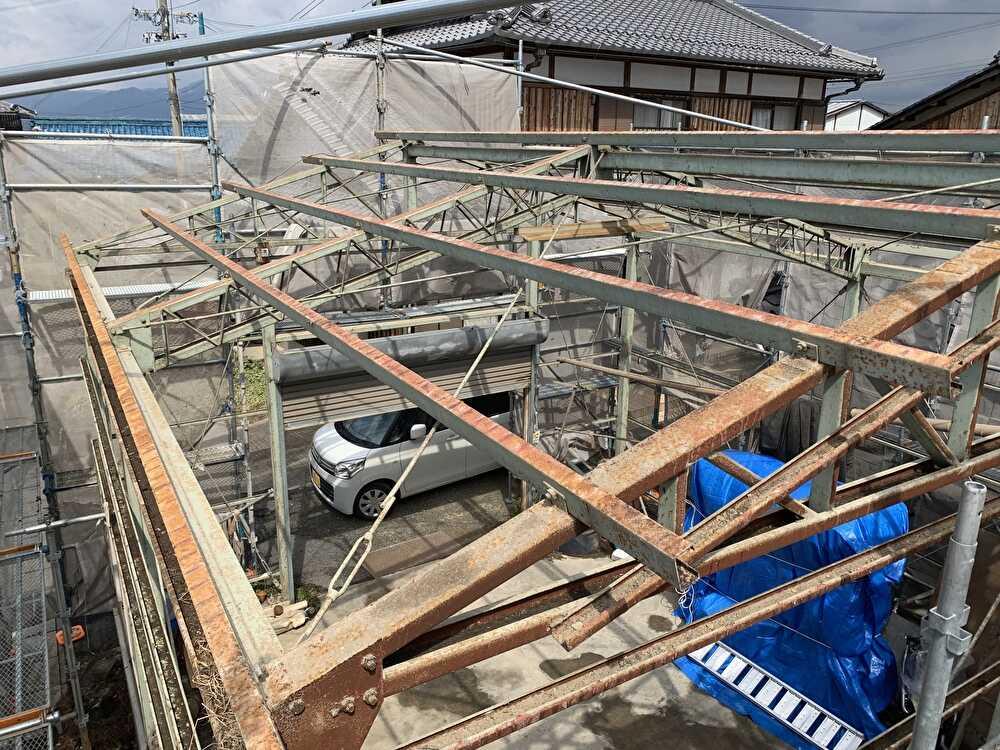 外壁の波トタン、屋根スレートを全て撤去。