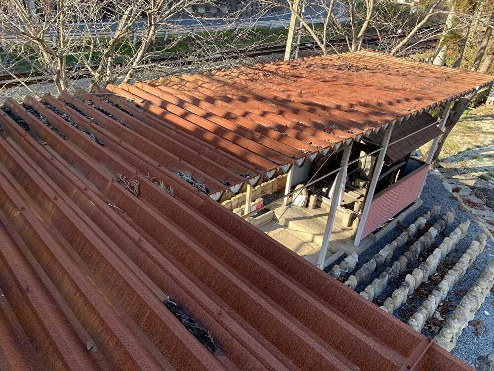 錆だらけの屋根